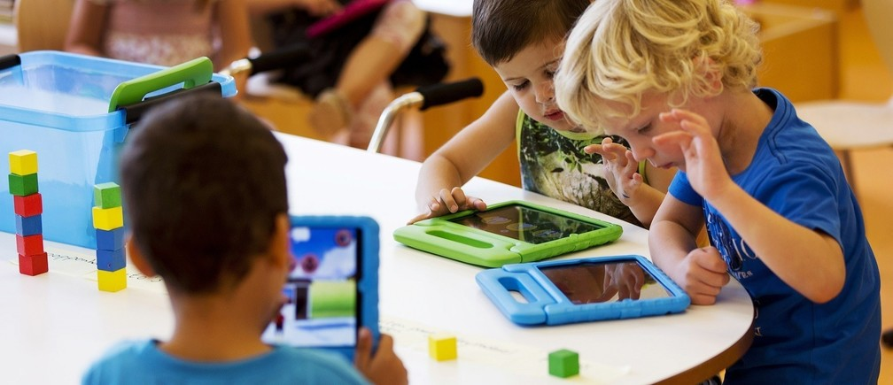Students play with their iPads at the Steve Jobs school in Sneek August 21, 2013. The Steve Jobs schools in the Netherlands are founded by the O4NT (Education For A New Time) organisation, which provides the children with iPads to help them learn with a more interactive experience. REUTERS/Michael Kooren (NETHERLANDS - Tags: SOCIETY EDUCATION SCIENCE TECHNOLOGY) - RTX12S7O