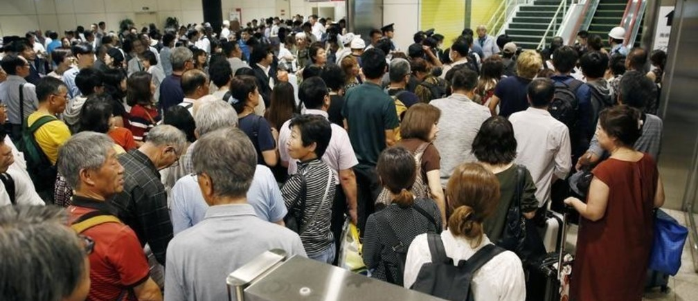 People crowd the New Chitose Airport after the restart of flights were announced, after the area was damaged by an earthquake, in Chitose, Hokkaido, northern Japan, September 7, 2018.