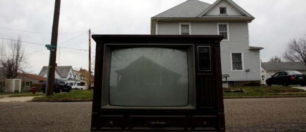 "A house is reflected on the screen of a discarded television in Beach City, Ohio April 6, 2011. The city is a part of America's Midwestern ""Rust Belt"", the heartland of the country and home to big unionized manufacturers like the auto and steel industries. REUTERS/Eric Thayer (UNITED STATES - Tags: TRANSPORT SOCIETY BUSINESS)"