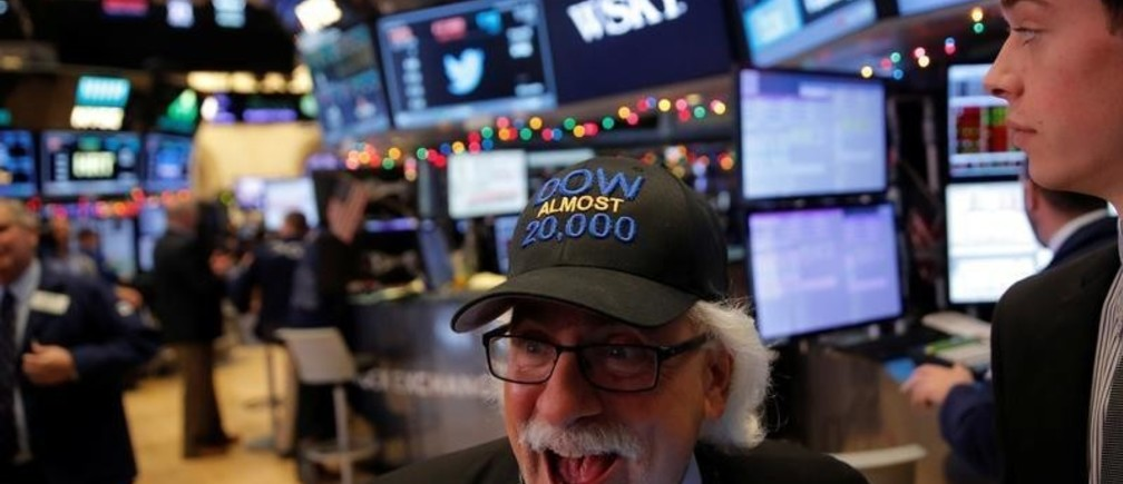 Trader Peter Tuchman works on the floor at the New York Stock Exchange (NYSE) in Manhattan, New York City, U.S., December 21, 2016. REUTERS/Andrew Kelly - RC18A9713A50