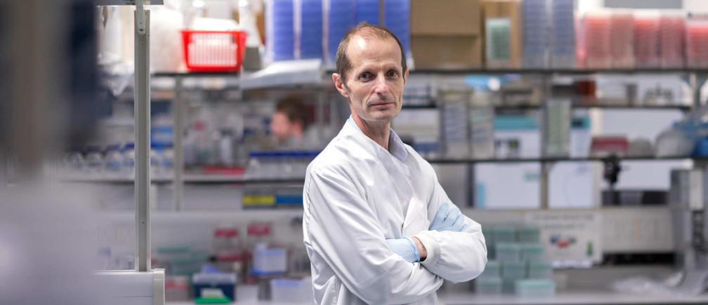 El profesor Robin Shattock está liderando los esfuerzos para desarrollar una vacuna de ARN para COVID-19.