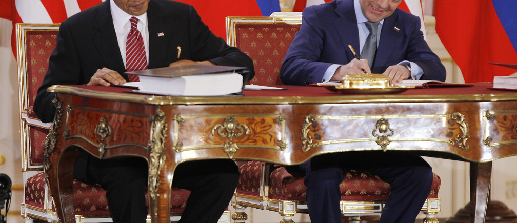 U.S. President Barack Obama (L) and Russian President Dmitry Medvedev sign the new Strategic Arms Reduction Treaty (START II) at Prague Castle in Prague April 8, 2010.      REUTERS/Jason Reed    (CZECH REPUBLIC - Tags: POLITICS MILITARY IMAGES OF THE DAY) - GM1E6481MIV01