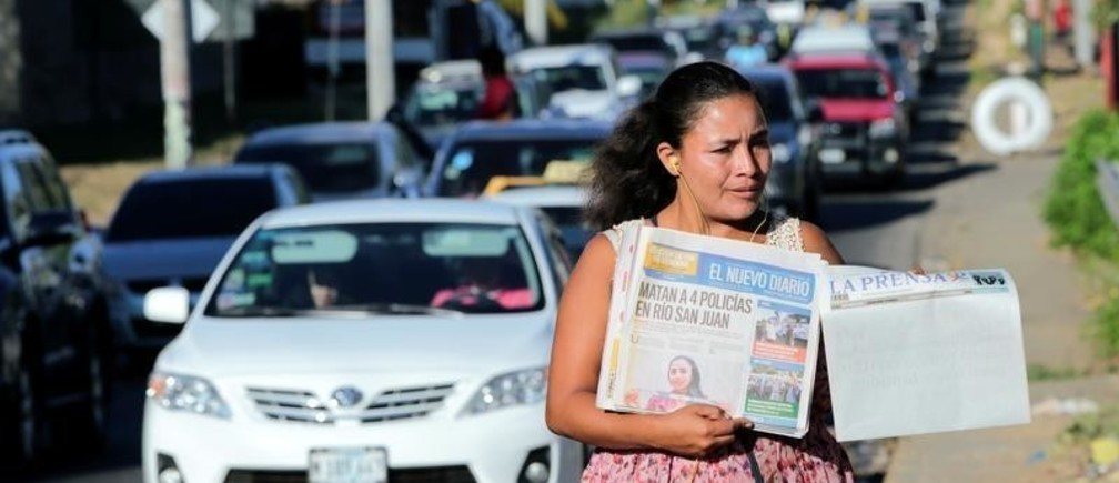 A street vendor sells La Prensa, a local newspaper showing a blank front page as a sign of protest against Daniel Ortega's government, in Managua, Nicaragua January 18, 2019. REUTERS/Oswaldo Rivas - RC1D39E06680