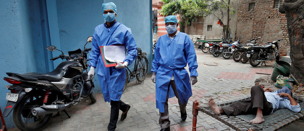 Police officers in protective suits arrive in a residential area to check on people under home quarantine, during a 21-day nationwide lockdown to limit the spreading of coronavirus disease (COVID-19), in Ahmedabad, India, March 25, 2020. REUTERS/Amit Dave - RC2YQF9PGQ3I