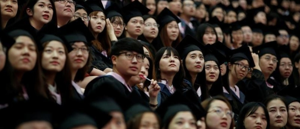 Students attend a graduation ceremony at Fudan University in Shanghai, China June 23, 2017. REUTERS/Aly Song - RC19CFDDFF20