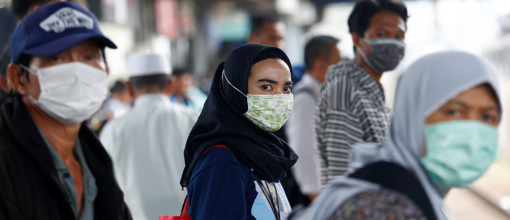 People with surgical masks look on at station Tanah Abang, following the outbreak of the coronavirus in China, in Jakarta, Indonesia February 13, 2020. REUTERS/Ajeng Dinar Ulfiana - RC2KZE9J8R63