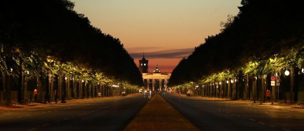"""A view of empty roads leading to Brandenburg Gate as climate activists from the group Extinction Rebellion block roads around the Victory Column near the gate in a first wave of """"civil disobedience"""" in Berlin, Germany, October 7, 2019, beginning with a road blockade in the city center. REUTERS/Christian Mang - RC13B66AAAC0"""