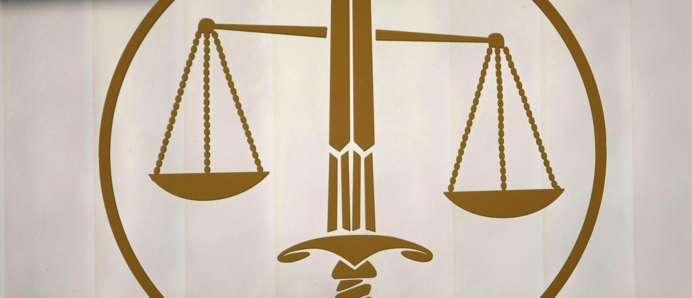 The symbol of Justice, with the sword and the scales, is seen in a lawyers cabinet in Nice, southeastern France, October 9, 2009.   REUTERS/Eric Gaillard (FRANCE CRIME LAW) - RTXPGJ1