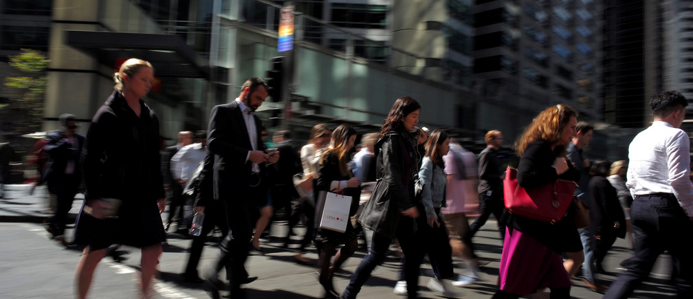 Office workers and shoppers walk through Sydney's central business district in Australia, September 7, 2016.   REUTERS/Jason Reed - S1AETZVUBMAA