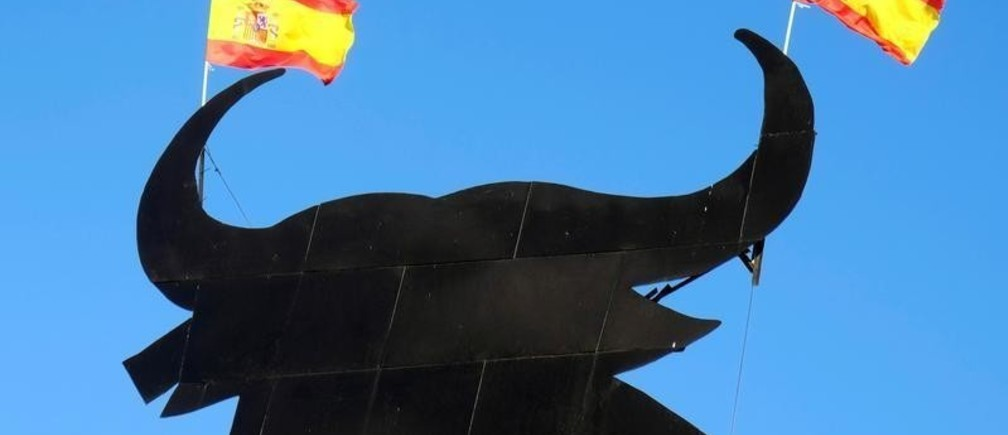 Spanish flags are attached to the horns of a billboard-size figure of a bull, known as the Osborne Bull, near the southeastern town of Requena, Spain November 5, 2017. REUTERS/Heino Kalis - RC14E61F9EF0