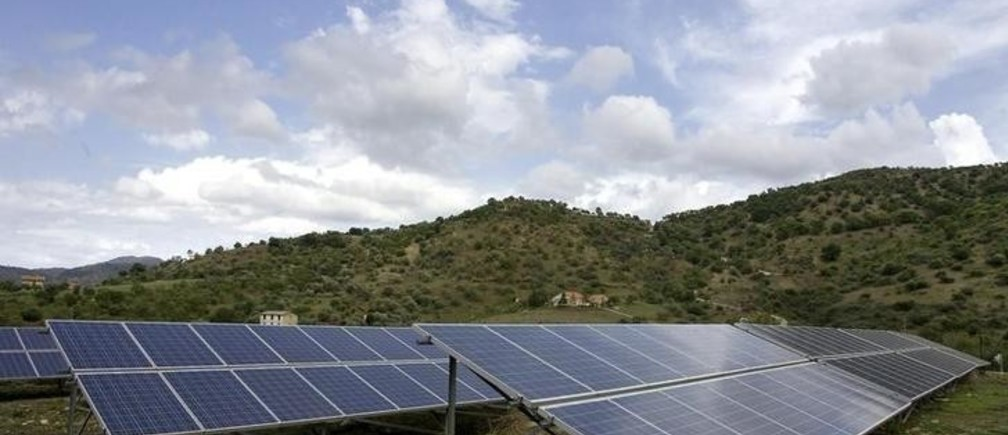 Solar panels are seen in a farm near the Sicilian town of Castelbuono, southern Italy, September 28, 2009. Italian renewable energy company TerniEnergia is set to exceed its 2009 target for new solar installations and may review 2010 and 2011 goals aiming to expand on the rapidly growing market, its chairman told Reuters. REUTERS/Giuseppe Piazza (ITALY ENERGY BUSINESS)