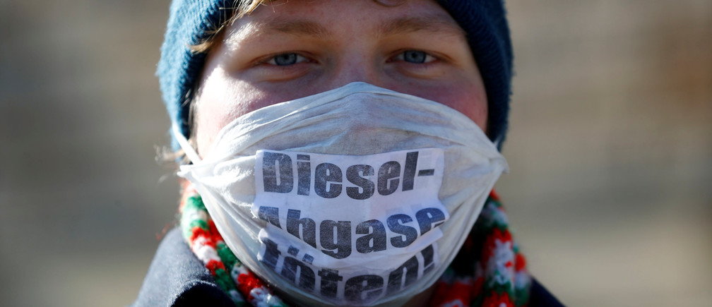 """An environmental activist protests in front of Germany's federal administrative court, before they decide whether German law provides a legal basis for cities to ban diesel cars to help reduce air pollution, in Leipzig, Germany, February 27, 2018. The words read """"Diesel exhaust kills.""""  REUTERS/Fabrizio Bensch     TPX IMAGES OF THE DAY - RC15B3D236E0"""