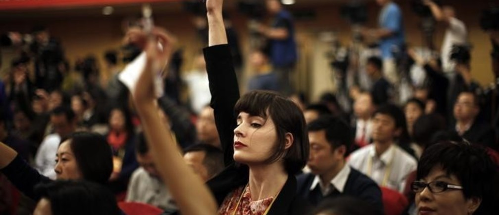A foreign journalist raises her hand to ask a question during a news conference with Jiang Weixin, minister and secretary of the CPC Leadership Group of the Ministry of Housing And Urban-Rural Development, during the 18th National Party Congress (NPC) in Beijing November 12, 2012. At the last congress in 2007, top officials took one-on-one interviews, overseas reporters were encouraged to ask questions on whatever subject they wished and government media handlers went out of their way to be helpful, hoping to burnish China's global image ahead of the 2008 Olympic Games. This year, while economic officials and business leaders have generally been willing to talk, provincial leaders and rising political stars have largely shunned international media, and in some cases tried to avoid talking in public at all.       REUTERS/Carlos Barria (CHINA - Tags: POLITICS MEDIA)