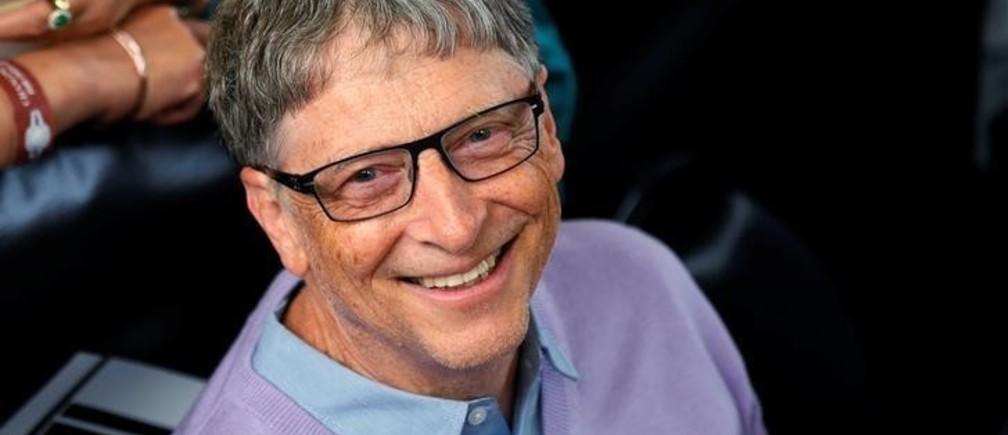 Microsoft founder Bill Gates waits to play table tennis during the Berkshire Hathaway annual meeting weekend in Omaha, Nebraska, U.S. May 7, 2017. REUTERS/Rick Wilking