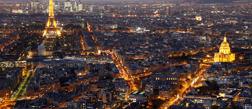 A general view shows the illuminated Eiffel Tower (L), the Hotel des Invalides (R) and rooftops at night in Paris, France, November 28, 2016.   REUTERS/Charles Platiau - RTSTTD0