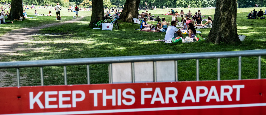 People enjoy the weather in Central Park, the day before the city starts phase two of reopening after the lockdown due to the coronavirus disease (COVID-19), in the Manhattan borough of New York City, U.S., June 21, 2020. REUTERS/Jeenah Moon - RC2XDH9G0BXY