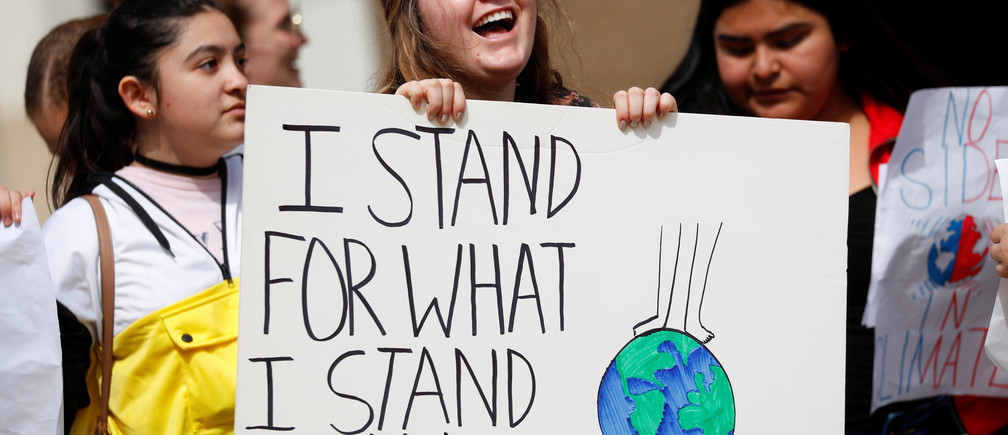 High school students  join with students nationwide attending rallies to call for urgent action to slow the pace of climate change in San Diego, California, U.S., March 15, 2019.  REUTERS/Mike Blake - RC141D5E6600