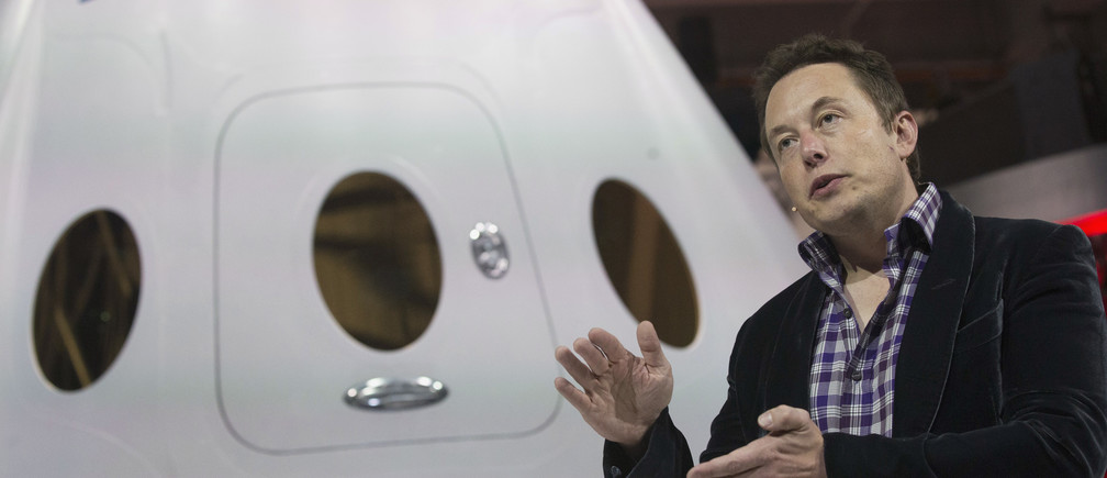 SpaceX CEO Elon Musk speaks after unveiling the Dragon V2 spacecraft in Hawthorne, California May 29, 2014. Space Exploration Technologies announced April 27, 2016, it will send uncrewed Dragon spacecraft to Mars as early as 2018, a first step in company founder Elon Musk's goal to fly people to another planet. REUTERS/Mario Anzuoni/File Photo