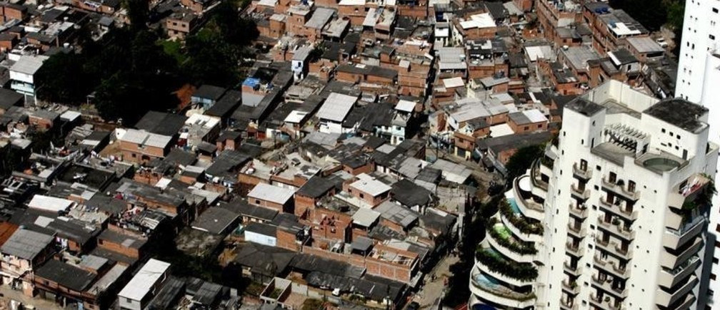 An aerial view of Paraisopolis, a slum consisting of some 60,000 residents, located in the Morumbi neighborhood of Sao Paulo, South America's biggest city and one of the three biggest metropolises in the world April 24, 2006. - PBEAHUNOSCL