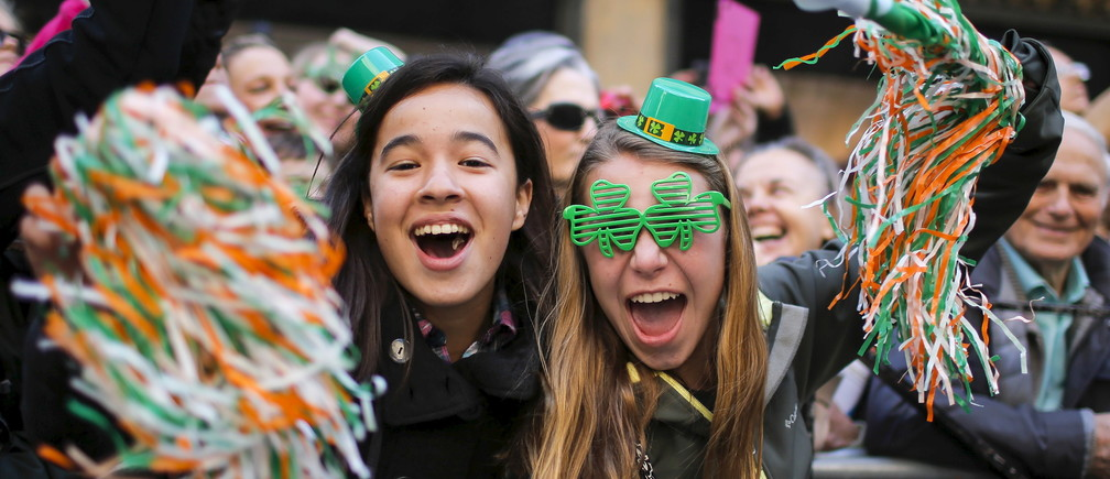 People take part during the St. Patrick's Day parade in New York March 17, 2016.  REUTERS/Eduardo Munoz       TPX IMAGES OF THE DAY      - RTSAZ5D