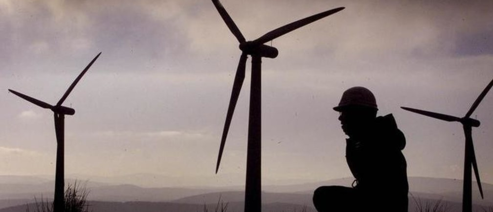 An engineer from renewable energy company Ingenco monitors the ScottishPower windfarm at Hagshaw Hill near Douglas in Scotland December 13,2001. Plans for the construction of what is being described as theworld's biggest wind farm are being unveiled later today. The planswill see the construction of 250 huge turbines on the Hebridean islandof Lewis off the west coast of Scotland. REUTERS/Jeff J MitchellJJM