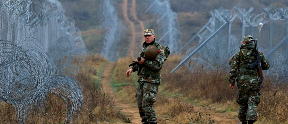 Macedonian Army personnel patrol near the razor wire fence at the border with Greece, in Gevgelija, Macedonia, November 25, 2016. REUTERS/Ognen Teofilovski - RTST8C1