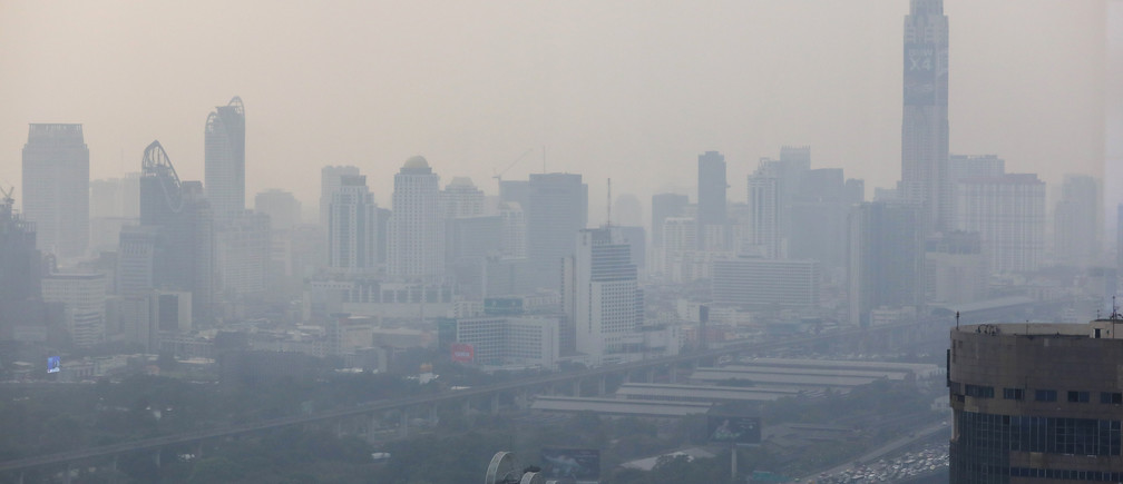 The skyline is seen through polluted air, as classes in over 400 Bangkok schools have been cancelled, due to the worsening air quality in Bangkok, Thailand, January 30, 2019. REUTERS/Athit Perawongmetha - RC1537121A00