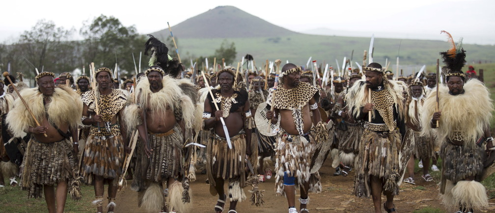 Zulu warriors prepare to enact the Battle of Isandlwana at Isandlwana, South Africa January 23, 2016. The battle took place on January 22, 1879, and was the first major encounter in the Anglo-Zulu War between the British Empire and the Zulu Kingdom. REUTERS/Rogan Ward      TPX IMAGES OF THE DAY      - GF20000104549