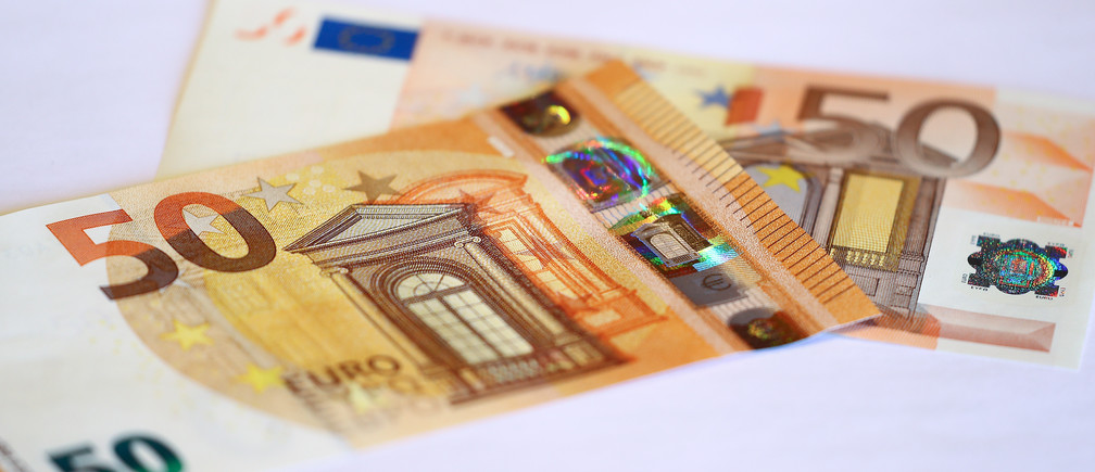 The German Central Bank (Bundesbank) presents the new 50 euro banknote at its headquarters in Frankfurt, Germany, March 16, 2017.     REUTERS/Kai Pfaffenbach - LR1ED3G0RA7NX
