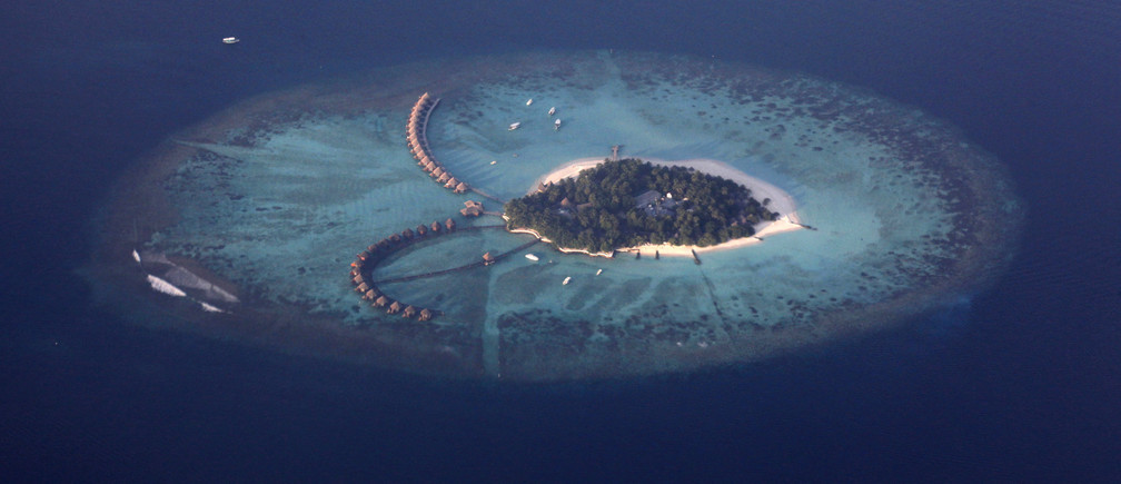 An areal view shows a resort island in the Maldives December 14, 2009. Maldives has a population of some 400,000 islanders, whose livelihood from fishing and tourism is being hit by climate change. Maldives President Mohamed Nasheed said in November that 2 degrees Celsius warming would risk swamping the sand-rimmed coral atolls and islets, dotted with palm trees and mangrove clumps, that form his small country.