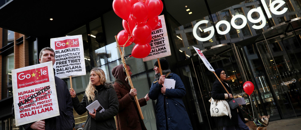 Protesters challenge Google's Chinese search engine censorship outside the company's London offices.