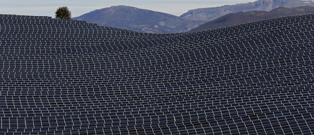 A general view shows solar panels to produce renewable energy at the photovoltaic park in Les Mees, in the department of Alpes-de-Haute-Provence, southern France March 31, 2015. The solar farm of the Colle des Mees, the biggest in France, consists of 112,780 solar modules covering an area of 200 hectares of land and representing 100 MW of power.    REUTERS/Jean-Paul Pelissier  TPX IMAGES OF THE DAY - RTR4VM4A