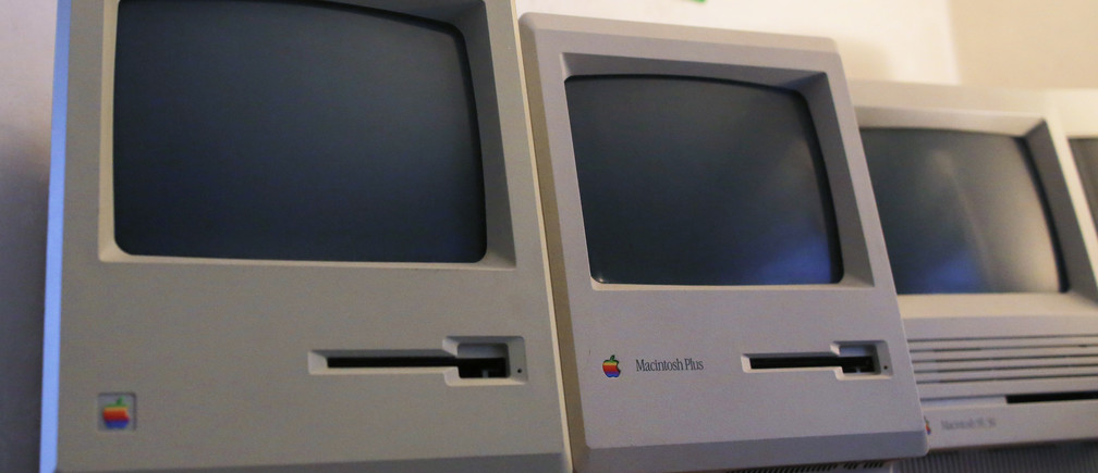 The first 128K Macintosh computer (L) sits alongside some of its predecessors at the Vintage Mac Museum in Malden, Massachusetts January 18, 2014, ahead of the 30th anniversary of the original Macintosh computer January 24, 2014.  The Vintage Mac Museum, a working collection of Macintosh equipment through the years, is a part of Oakbog, a company which specializes in data access, transfer and conversion from any Macintosh operating system, no matter how old. Picture taken January 18, 2014.   REUTERS/Brian Snyder  (UNITED STATES - Tags: SOCIETY SCIENCE TECHNOLOGY BUSINESS) - RTX17Q7P