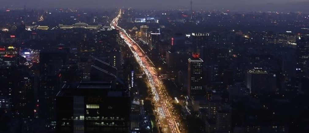 Vehicles are seen on a main avenue during the evening rush hour at sunset in Beijing September 3, 2014. REUTERS/Jason Lee (CHINA - Tags: BUSINESS ENVIRONMENT TPX IMAGES OF THE DAY TRANSPORT)