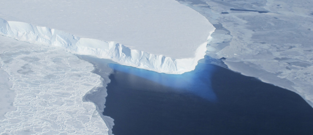The Thwaites Glacier in Antarctica is seen in this undated NASA image. Vast glaciers in West Antarctica seem to be locked in an irreversible thaw linked to global warming that may push up sea levels for centuries, scientists said on May 12, 2014. Six glaciers including the Thwaites Glacier, eaten away from below by a warming of sea waters around the frozen continent, were flowing fast into the Amundsen Sea, according to the report based partly on satellite radar measurements from 1992 to 2011. REUTERS/NASA/Handout via Reuters (ANTARCTICA - Tags: ENVIRONMENT SCIENCE TECHNOLOGY) ATTENTION EDITORS - FOR EDITORIAL USE ONLY. NOT FOR SALE FOR MARKETING OR ADVERTISING CAMPAIGNS. THIS IMAGE HAS BEEN SUPPLIED BY A THIRD PARTY. IT IS DISTRIBUTED, EXACTLY AS RECEIVED BY REUTERS, AS A SERVICE TO CLIENTS=