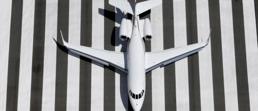 A Learjet prepares to land at Congonhas airport in Sao Paulo February 12, 2015. REUTERS/Paulo Whitaker (BRAZIL - Tags: SOCIETY TRANSPORT BUSINESS TPX IMAGES OF THE DAY)