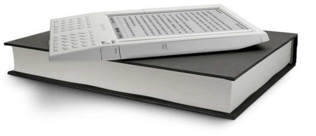 The battery-operated Amazon Kindle, shown here in this image released to Reuters on November 19, 2007, let users download books, newspapers and blogs over a wireless connection. It can carry about 200 books downloaded from Amazon.com. Amazon.com, the world's largest Web  retailer, said on Monday that it will begin selling an electronic book reader with wireless access, the latest attempt to build consumer interest in portable reading devices.      REUTERS/Amazon.com/Handout  (UNITED STATES).  EDITORIAL USE ONLY - WM2DWQNPLZAA