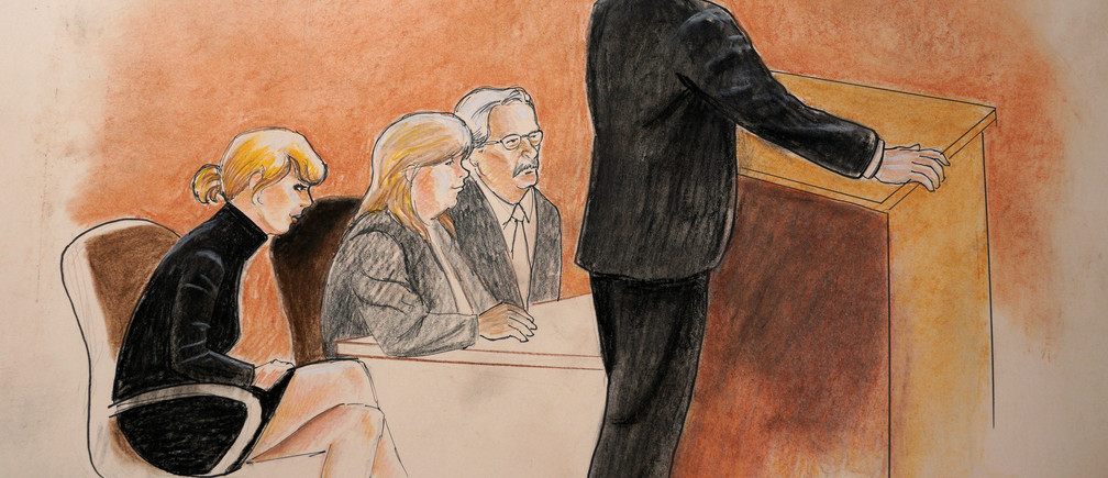Taylor Swift, mother Andrea and attorney Jesse Schaudies (at table) listen to closing arguments in Denver Federal Court where the Taylor Swift groping trial goes on in Denver U.S. August 14, 2017.  REUTERS/Jeff Kandyba - RC15C9E6CCB0
