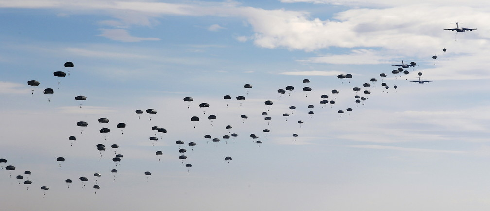 US Paratroopers from the 82nd Airborne Division based in Fort Brag, N.C. , participate in a massive airdrop from C-17 Globemaster aircraft as part of the NATO Exercise Trident Juncture 2015 military exercise, NATO's largest  joint and combined military exercise in more than a decade, at the San Gregorio training grounds outside Zaragoza, Spain, November 4, 2015.  Some 36.000 personnel from more than 35 nations, including all NATO Allies  will have participated in Exercise Trident Juncture 2015 which began on 21 October, in Italy, Portugal and Spain, including their adjacent waters and airspace and runs till November 6.  REUTERS/Paul Hanna - GF20000045247