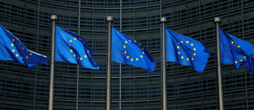 European Union flags flutter outside the EU Commission headquarters in Brussels, Belgium June 14, 2017. REUTERS/Francois Lenoir - RC11288B9BD0