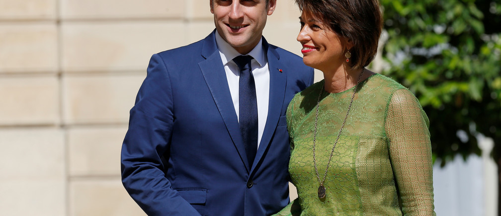 French President Emmanuel Macron welcomes Switzerland's President Doris Leuthard at the Elysee Palace in Paris, France, July 18, 2017.  REUTERS/Gonzalo Fuentes - RC1F0E672400