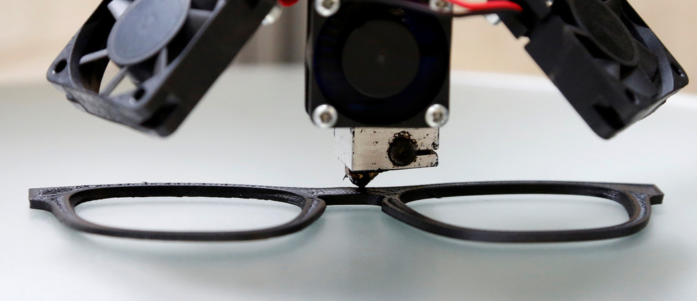 A 3D printing machine applies recycled plastic to shape sunglasses at Belgian start-up w.r.yuma in Antwerp, Belgium, August 30, 2017. Picture taken August 30, 2017.  REUTERS/Francois Lenoir - RC1CB1DAAEC0