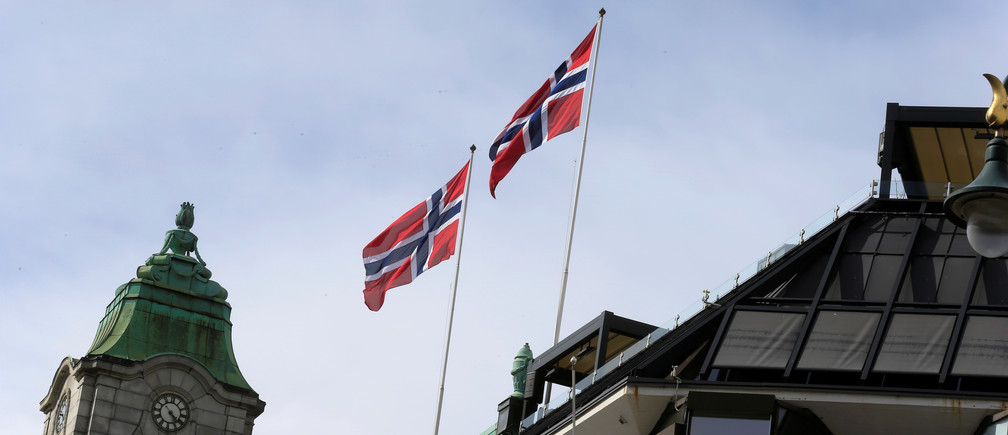 Norwegian flags flutter over building in Oslo, Norway May 31, 2017. REUTERS/Ints Kalnins - RC17224B9060