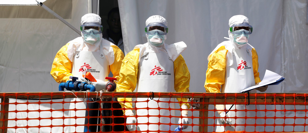 Health workers dressed in protective suits are seen at the newly constructed MSF(Doctors Without Borders) Ebola treatment centre in Goma, Democratic Republic of Congo, August 4, 2019.REUTERS/Baz Ratner - RC1DB84513C0