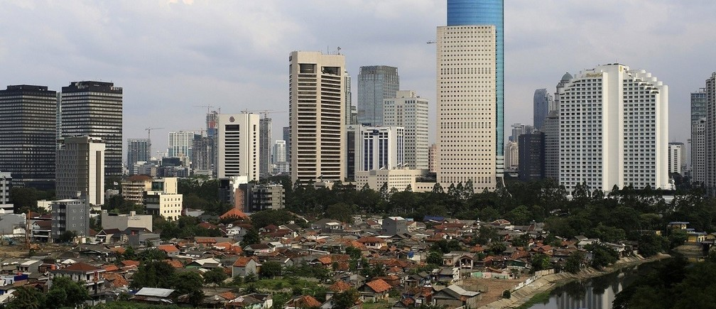 An aerial view of the business district in Jakarta, May 5, 2014. Indonesia's economy grew at its slowest in more than four years in the first quarter as a mineral export ban, successive interest rate rises and uncertainty over upcoming presidential elections unnerved investors. REUTERS/Beawiharta (INDONESIA - Tags: CITYSCAPE BUSINESS) - RTR3NTOQ