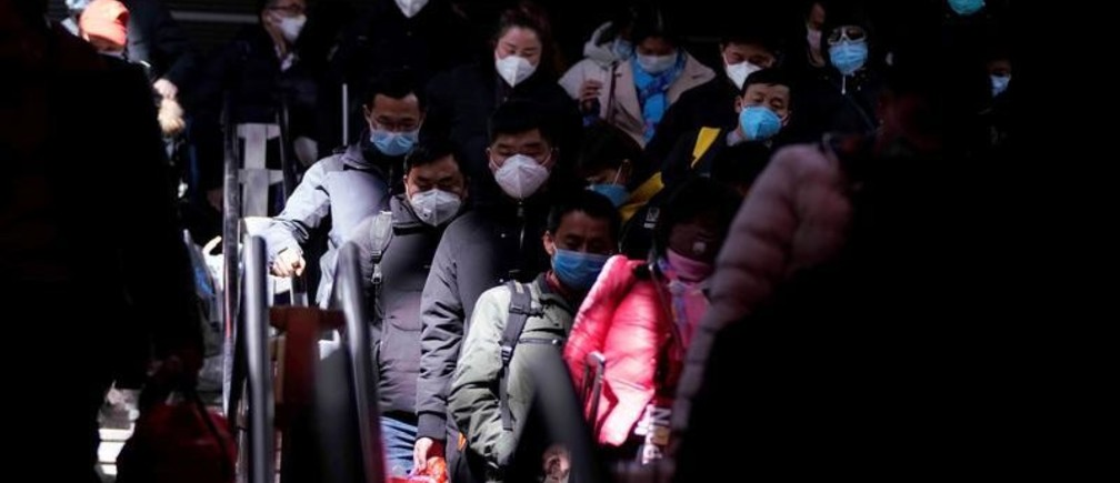 Passengers wearing masks are seen arrival at the Shanghai railway station in Shanghai, China, as the country is hit by an outbreak of a new coronavirus, February 27, 2020. REUTERS/Aly Song - RC2T8F9M53LT