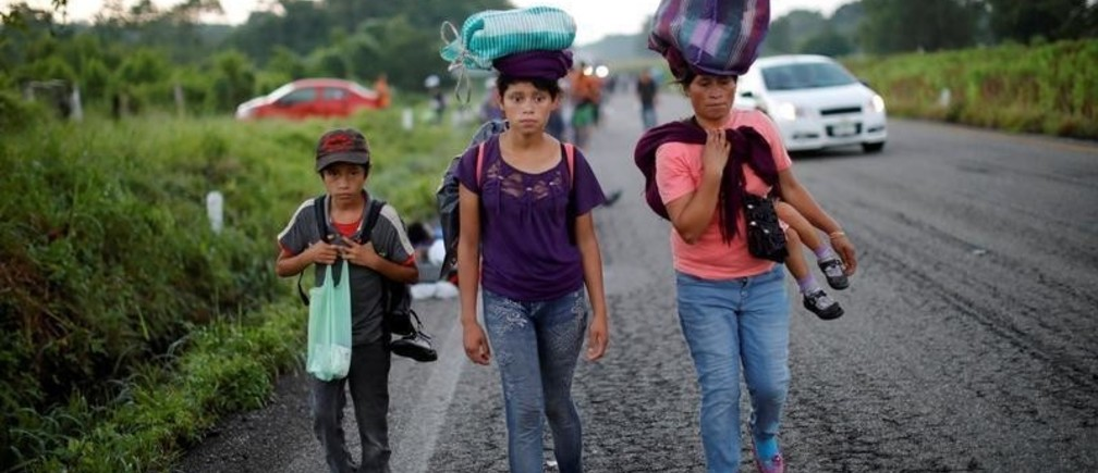 Migrants, part of a caravan of thousands from Central America en route to the United States, make their way to Pijijiapan from Mapastepec, Mexico October 25, 2018.