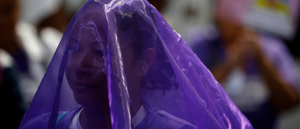 A woman wears a veil during a protest to commemorate the U.N. International Day for the Elimination of Violence Against Women at the Attorney General's Office in San Salvador, El Salvador November 26, 2018. REUTERS/Jose Cabezas - RC1C9BCBF320