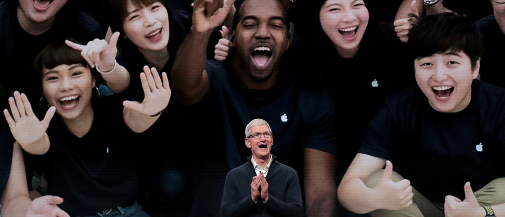Apple CEO Tim Cook introduces the new iPad Pro during an Apple launch event in the Brooklyn borough of New York, U.S., October 30, 2018. REUTERS/Shannon Stapleton      TPX IMAGES OF THE DAY - RC1923B47350