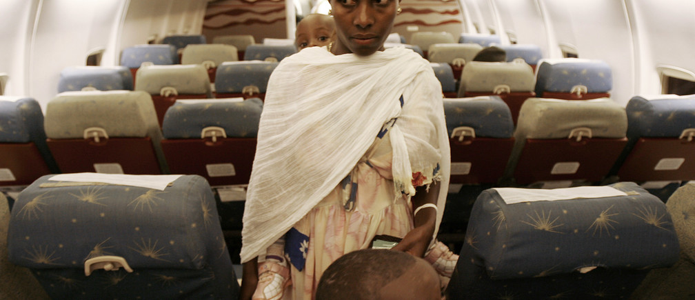Ethiopians whose roots trace back to Judaism, board a plane at Addis Ababa's airport March 15, 2007. More than 5000 Ethiopians are waiting to migrate to Israel to reunite with their families, according to Israel's Jewish Agency.   REUTERS/Eliana Aponte (ETHIOPIA) - GM1DUUZOMOAA